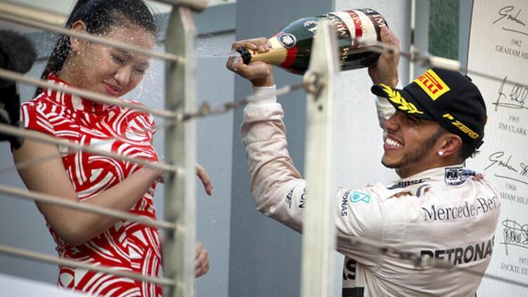 Hamilton'ın şampanyalı kutlaması tepki aldı