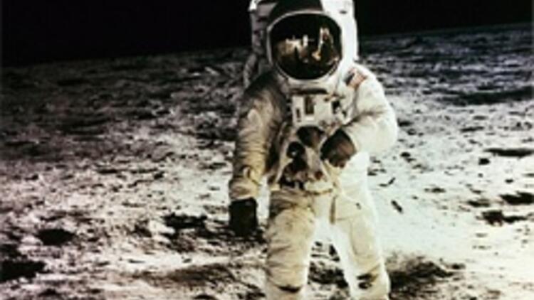 Ay'dan getirilen kumlar 40 yıl sonra müzayede evinden çıktı