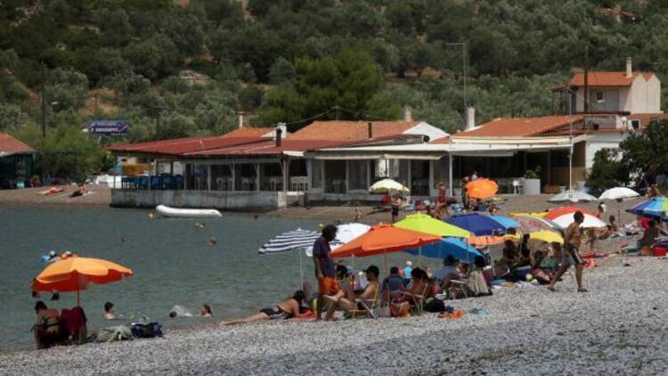 Yunanistan'da yeni vergiler öncesi halk tatil bölgelerine akın etti