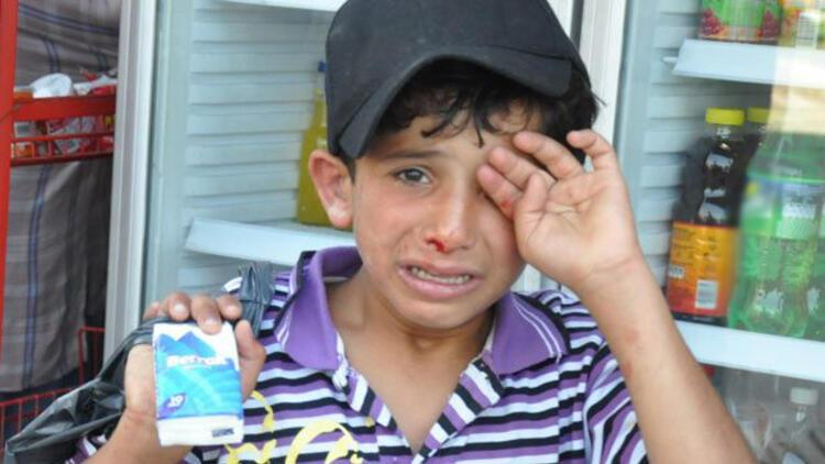 İzmir'de mendil satan Suriyeli çocuğu dövenler hakkında şikayet
