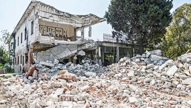 Kamp Armen'de yıkıma mola