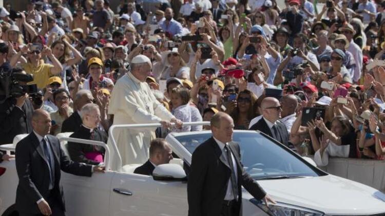 Papa'nın yeni otomobili