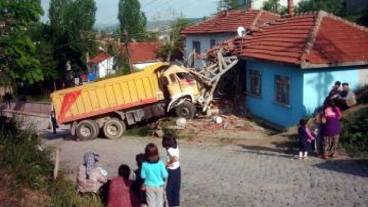 Türkiye'ye hayal satanlar bir numara için çekişiyor
