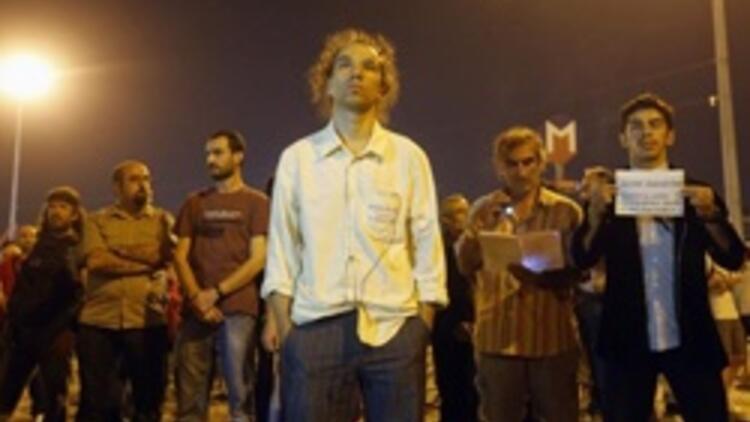 'Duran Adam': Yeni bir protesto şekli