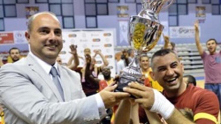 Galatasaray Tekerlekli Sandalye Takımı kupasını aldı