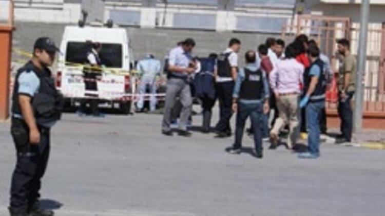 İstanbulda karakola canlı bomba saldırısı: 1 şehit