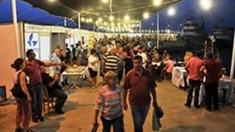 Güzelbahçe'de gece pazarı