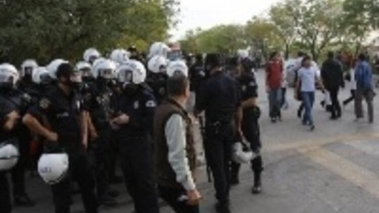Üniversitede polisle öğrenciler çatıştı