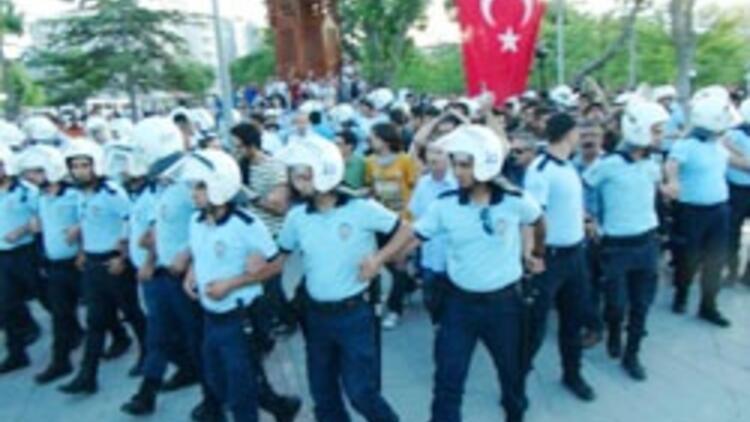 Konya'da Gezi eylemcilerine linç girişimini polis önledi