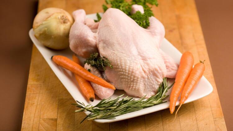 İngiltere'de her 10 tavuktan 6'sı öldürüyor