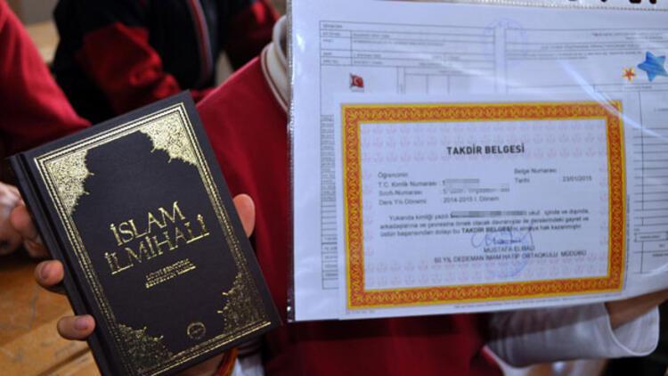 Ortaokulda karne hediyesi: İslam ilmihali ve MP-3 çalar