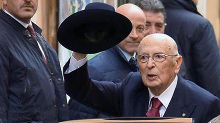 İtalya Cumhurbaşkanı Napolitano istifa etti