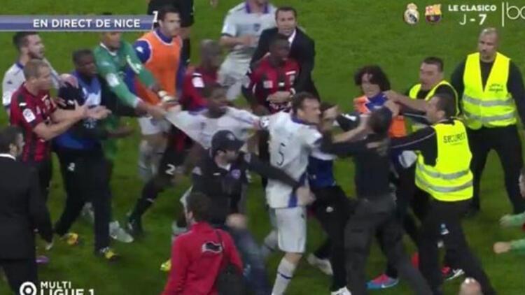 Bir bayrak krizi daha... Nice-Bastia maçında Korsika bayrağı açılınca ortalık karıştı