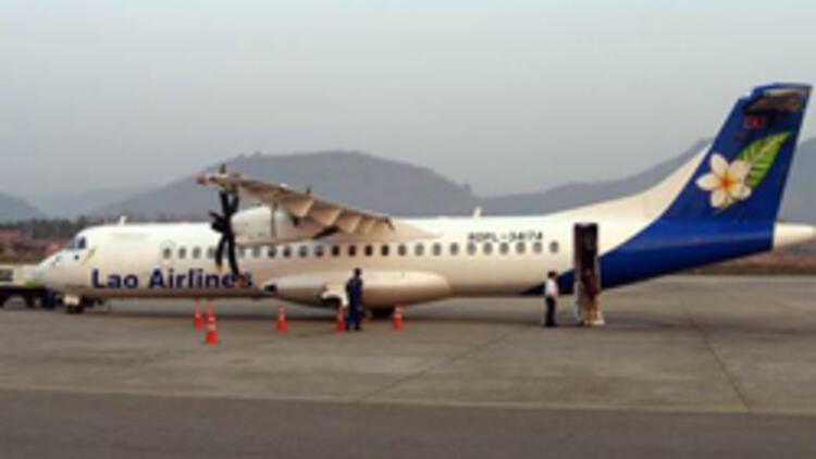 Yolcu uçağı nehre çakıldı