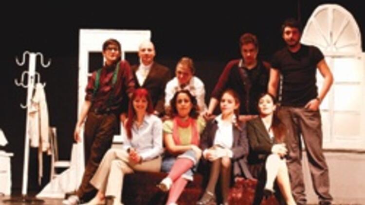 İzmir'in yeni tiyatro grubu 'Perde' dedi