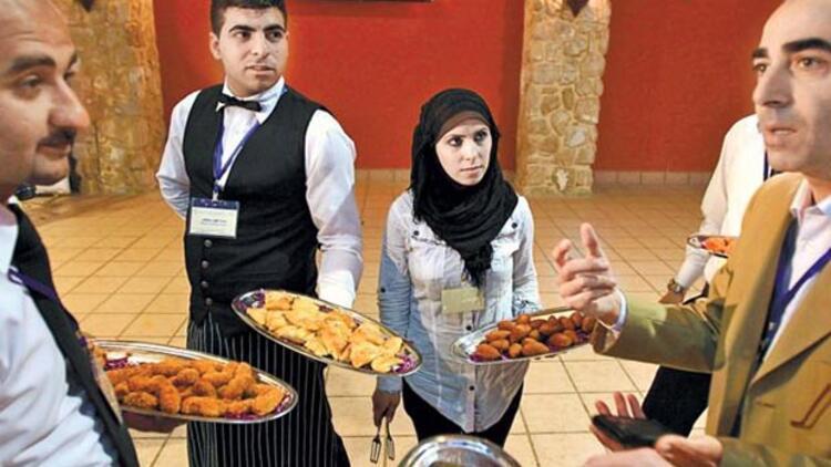Arap müşteriye Suriyeli garson