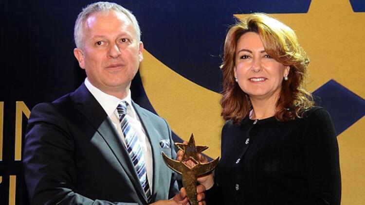 Arzuhan Doğan Yalçındağ en beğenilen iş kadını ödülünü aldı