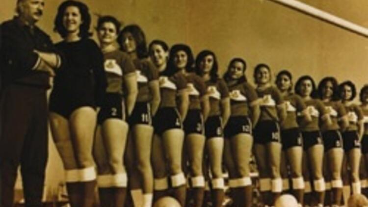 Türkiye'nin ilk kadın futbol takımı