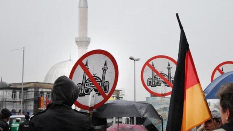 Avrupa'da ırkçılık ve islamofobi arttı