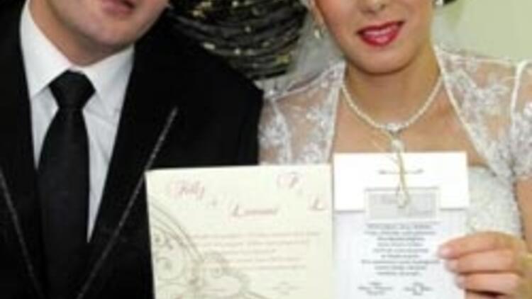 Altı yıl önce bastırdığı düğün davetiyesi gerçek oldu