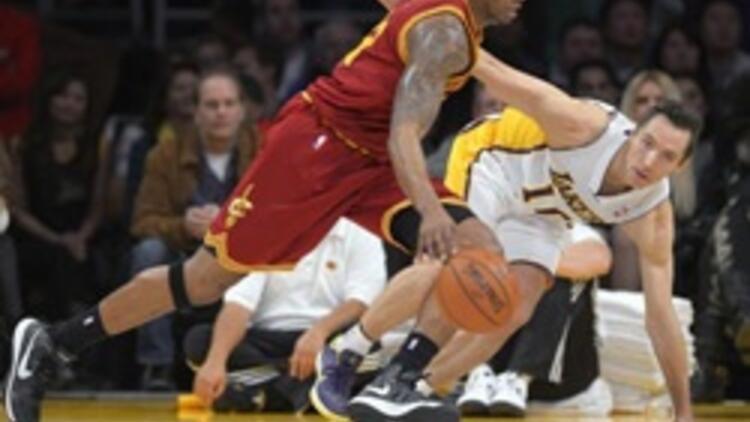 Los Angeles Lakers ayağa kalktı