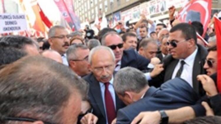 Kılıçdaroğlu milletvekilleriyle Birinci Meclis binasına girdi