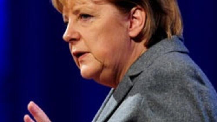 Merkel: Çok kültürlülük iflas etti