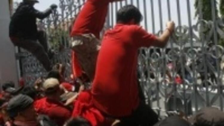 Taylan'da hükümet karşıtları ayaklandı