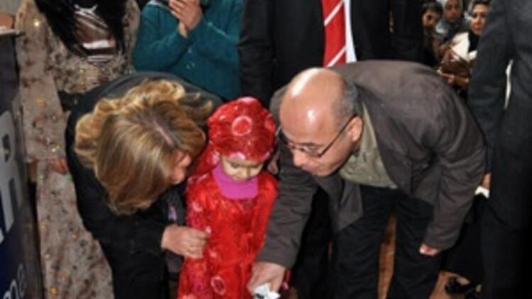 Diyarbakır'da AK Partililer Erdoğan için pasta kesti