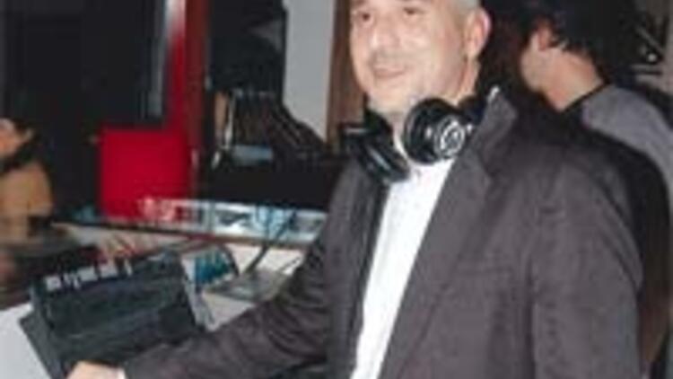 DJ Suat albümünü tanıttı