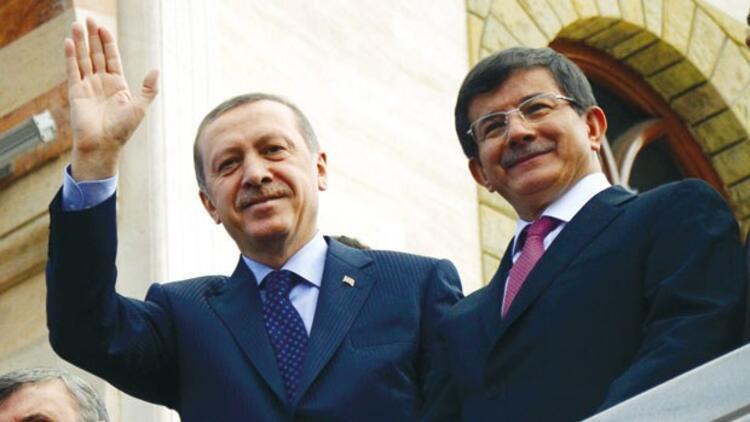 Başbakan Davutoğlu, Cumhurbaşkanı Erdoğan'a istifasını sundu