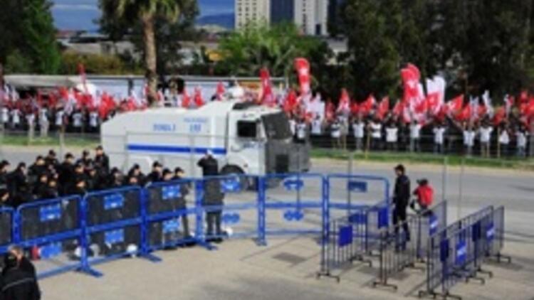 İzmir'deki 'gizli belge' davasında gergin anlar