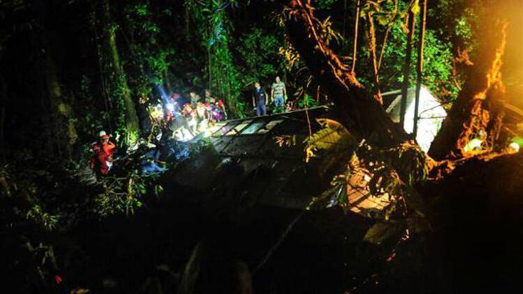 Brezilya'da yolcu otobüsü uçuruma yuvarlandı