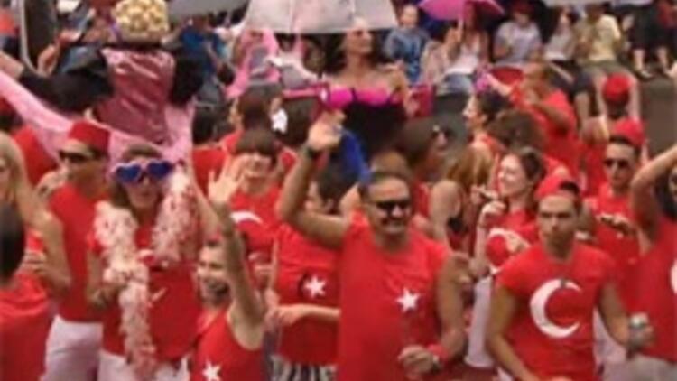 Amsterdam Gay pride geçit törenindeki Türkler