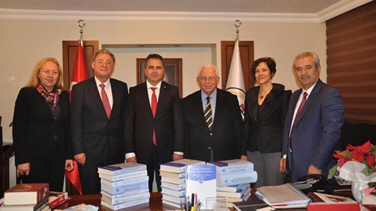 Adalet divanı yargıcı İzmir Barosu'nda