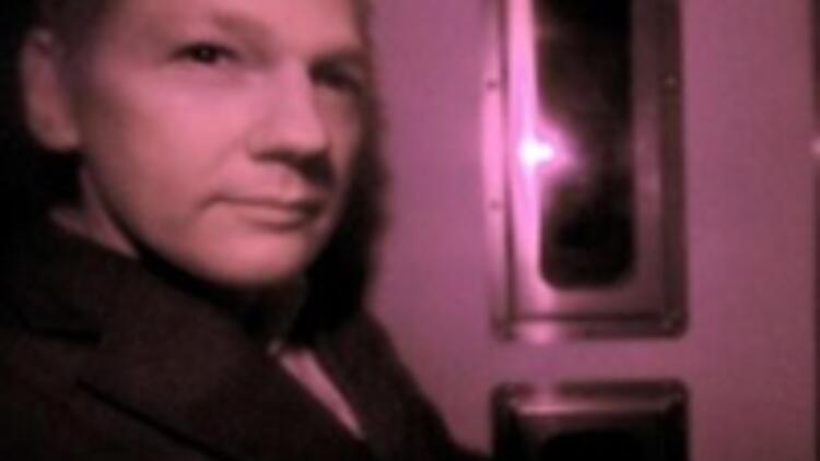 Assange serbest