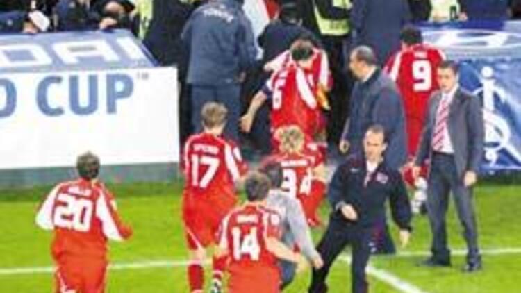 FIFA'dan Türkiye'ye 6 maç ve 200 bin Frank ceza