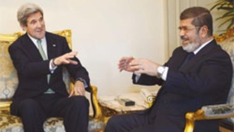 ABD darbeyi bildirdi Mursi sinirden güldü