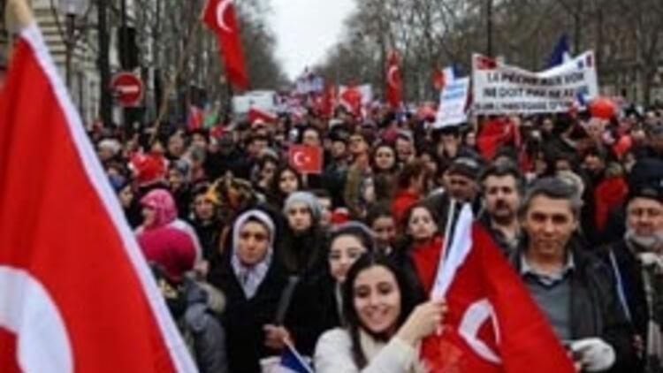 40 bin Türk Paris'i inletti