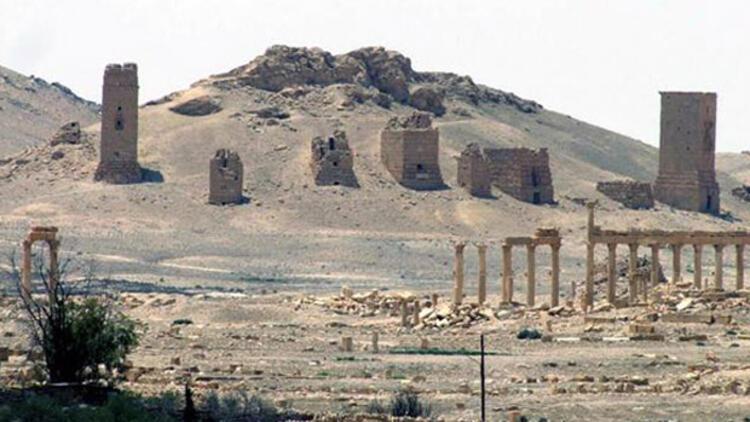 Suriye rejimi IŞİD'i Palmira'da havadan vurdu