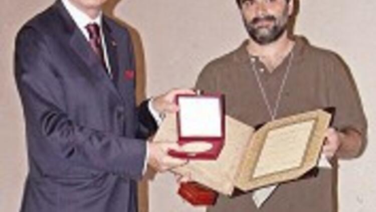 İhsanoğlu Madalyası Dr. Martinez'e verildi,