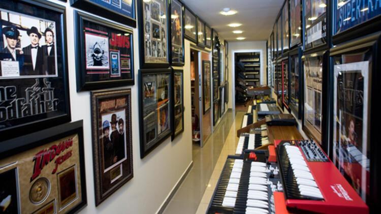 İşadamı Şükrü Demirayak'tan Müzik Müzesi