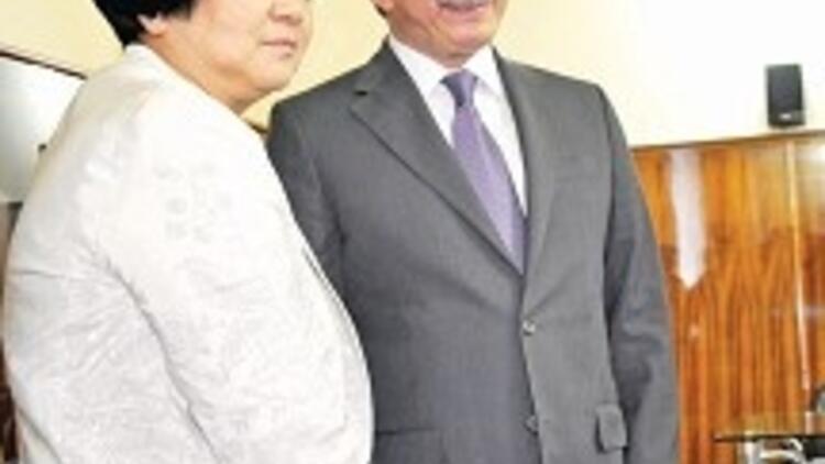 Kırgızistan'ın ilk kadın başkanı oldu