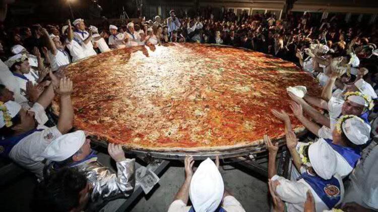 Dünyanın En Büyük Omletini yaparak Guinness Rekoru'nu kıran MTL ile birlikte...