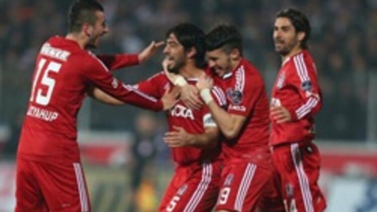 """Beşiktaş'ın """"golcü"""" savunması"""