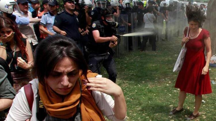 Kırmızılı Kadın'a biber gazı sıkan polise hapis istemi