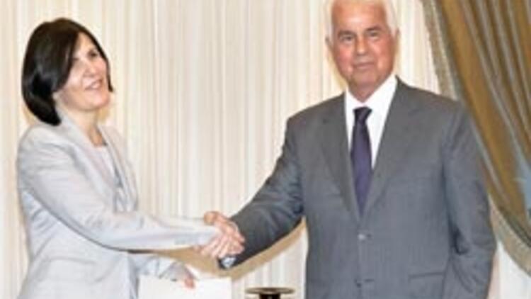 KKTC'ye 2 aylığına kadın başbakan