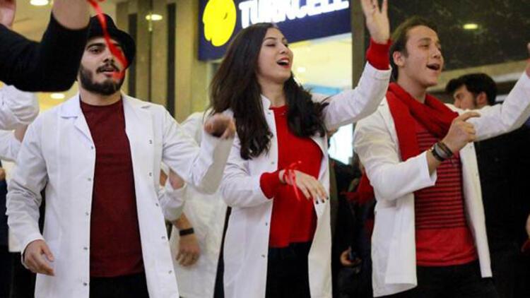 AIDS'e dikkat çekmek için dans ettiler