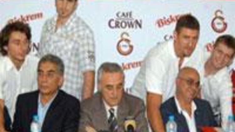 Galatasaray Cafe Crown'da imza şov