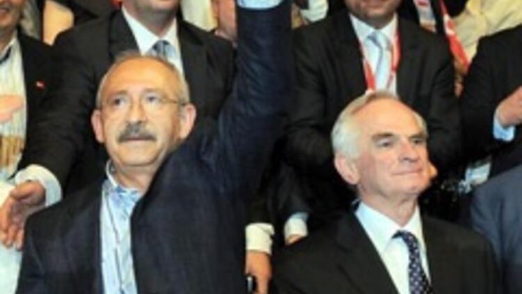 Kılıçdaroğlu izdihamdan salona güçlükle girdi